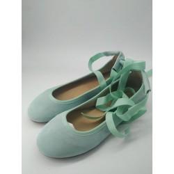 Bailarina en serraje verde...